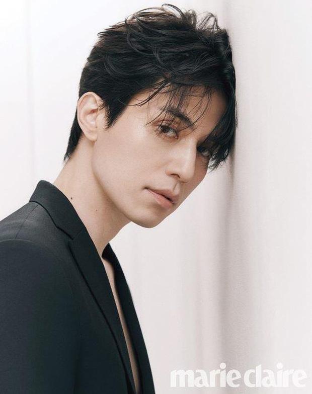 Tiết lộ loại gen hiếm giúp nam tài tử Lee Dong Wook sở hữu vẻ đẹp nam thần đầy ma mị - Ảnh 3