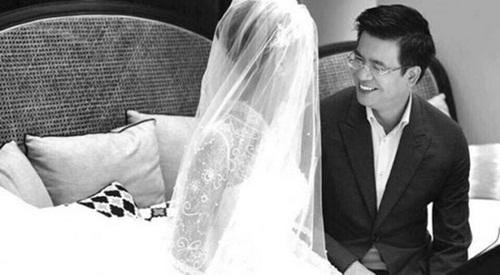 Hé lộ chuyện đời tư ít biết của BTV Quang Minh sau khi kết hôn với nữ nhà văn xinh như hoa hậu - Ảnh 1