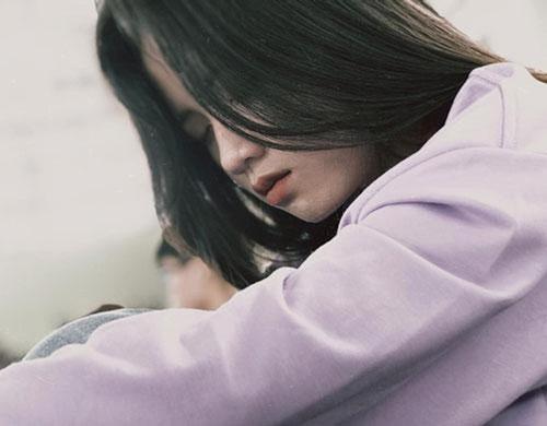 Vẻ đẹp trong sáng của nữ sinh bị chụp lén trong lúc ngủ gật khiến dân mạng xao xuyến - Ảnh 6