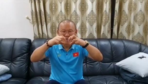 """""""Bố"""" Park chu đáo gửi món quà đặc biệt chúc phúc trò cưng Phan Văn Đức - Ảnh 1"""