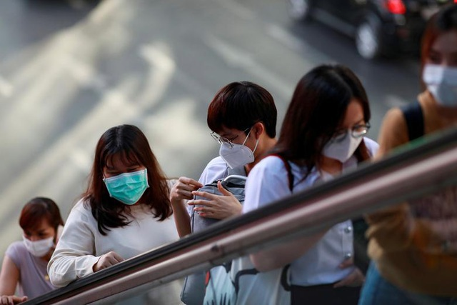 Bộ GD-ĐT công bố đường dây nóng hỗ trợ lưu học sinh trong đại dịch virus corona - Ảnh 1