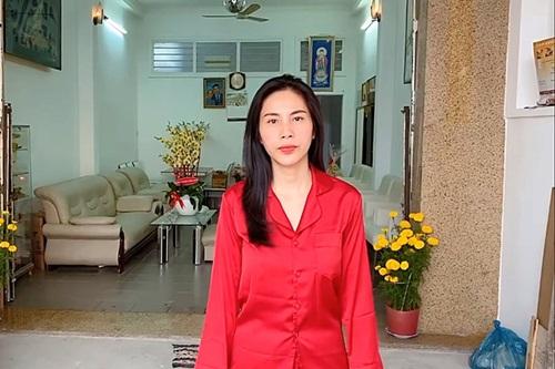 Dàn sao Việt báo hiếu bố mẹ khi thành công: Hòa Minzy mua nhà tiền tỷ, Lý Nhã Kỳ đưa mẹ đi vi vu khắp nơi - Ảnh 3