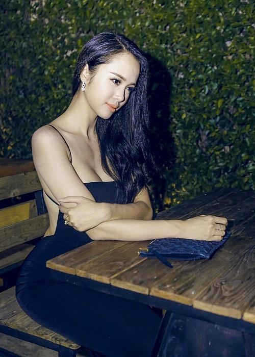 """""""Phát hờn"""" với vẻ đẹp gợi cảm của chân dài được Vũ Khắc Tiệp khen có body đẹp nhất Việt Nam  - Ảnh 7"""