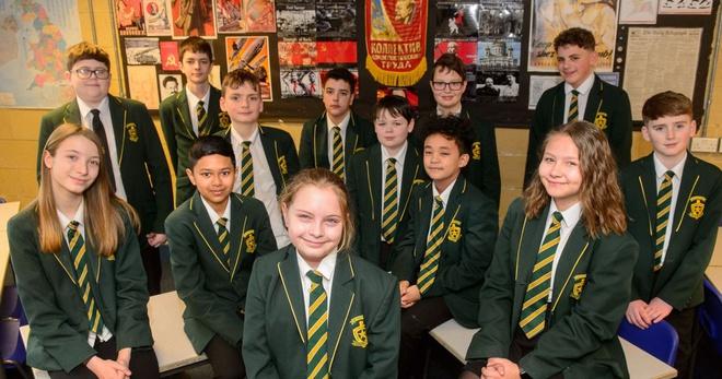 Ngôi trường có 15 học sinh thuộc nhóm 2% dân số thông minh nhất thế giới - Ảnh 1