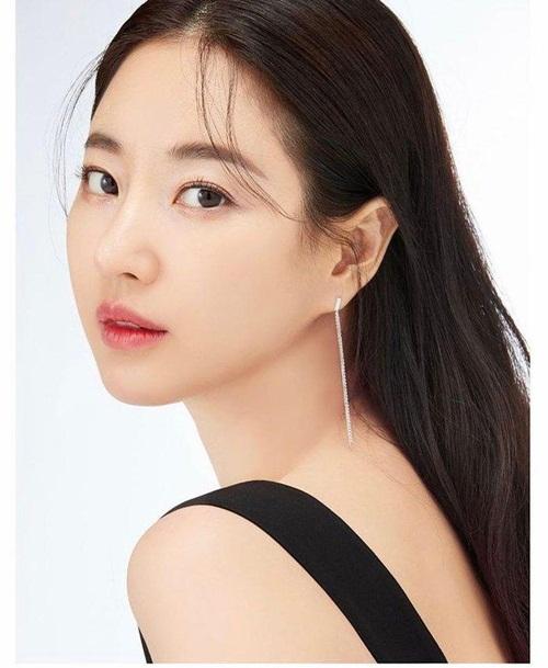 Hoa hậu không tuổi Hàn Quốc Kim Sa Rang đẹp không tỳ vết ở tuổi 42 - Ảnh 1