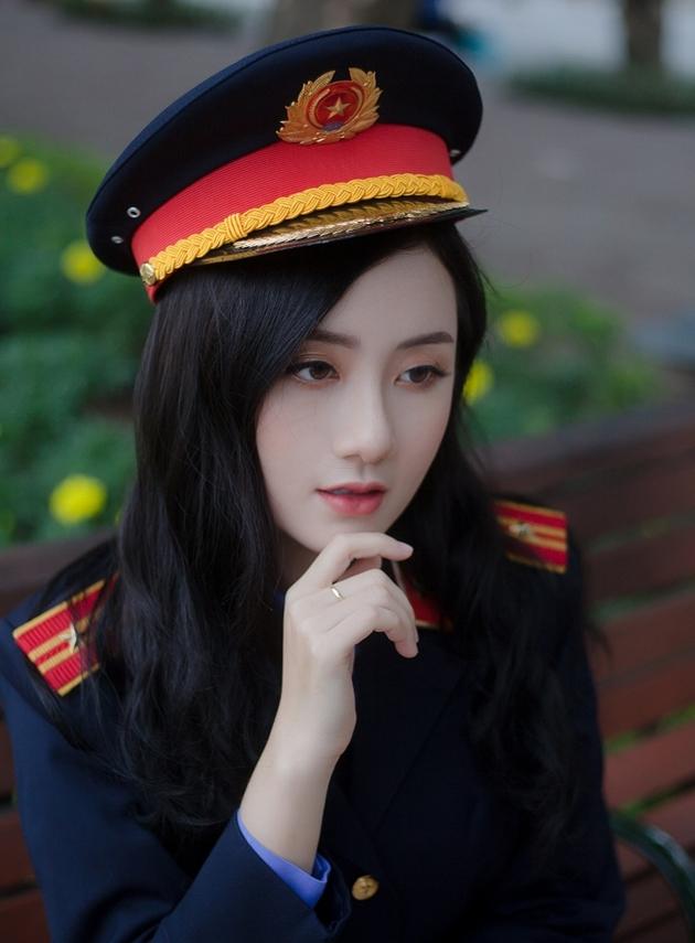 Nhan sắc đẹp tựa nàng thơ của nữ sinh đại học Kiểm sát Hà Nội - Ảnh 2