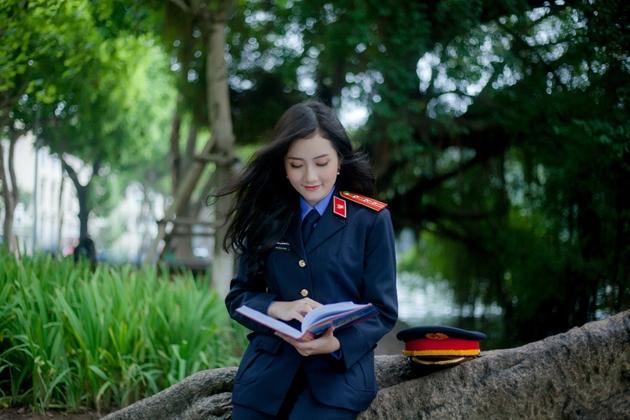 Nhan sắc đẹp tựa nàng thơ của nữ sinh đại học Kiểm sát Hà Nội - Ảnh 4