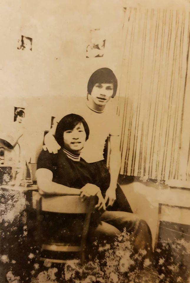 """Ảnh thời trẻ để tóc dài, mặc quần ống loe của MC Lại Văn Sâm gây """"sốt"""" mạng xã hội - Ảnh 1"""