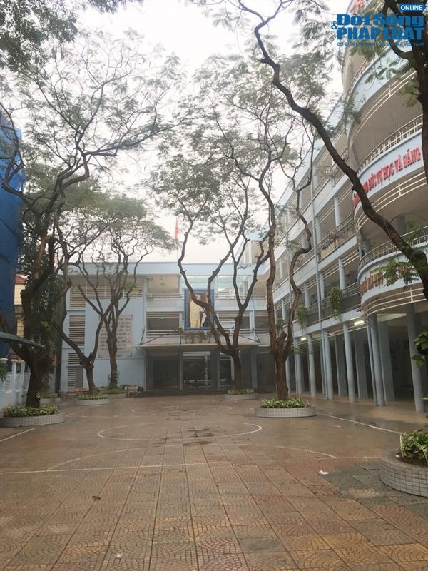 """Trường vắng tanh vì nghỉ phòng chống virus corona, vẫn có phụ huynh """"đội mưa"""" đưa con đến lớp - Ảnh 5"""