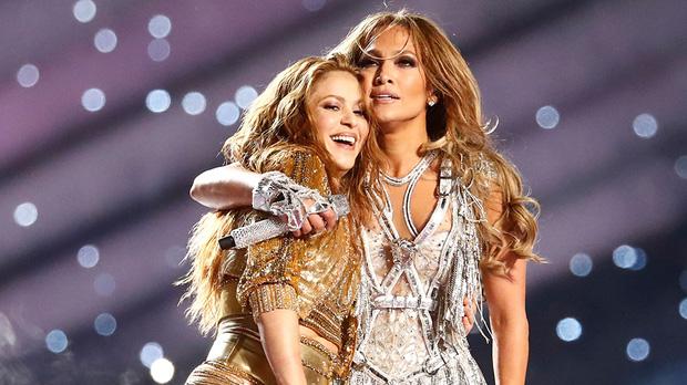 """Hai """"nữ hoàng Latinh"""" Shakira và Jennifer Lopez hát nhép trên sân khấu Super Bowl? - Ảnh 1"""