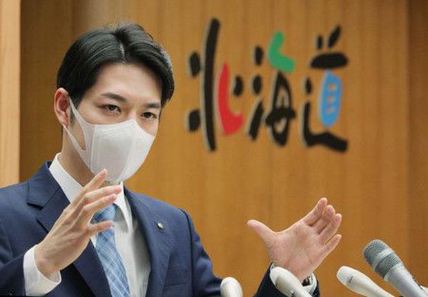 Ngoại hình thanh tú của Thống đốc trẻ nhất Nhật Bản gây sốt mạng xã hội - Ảnh 2