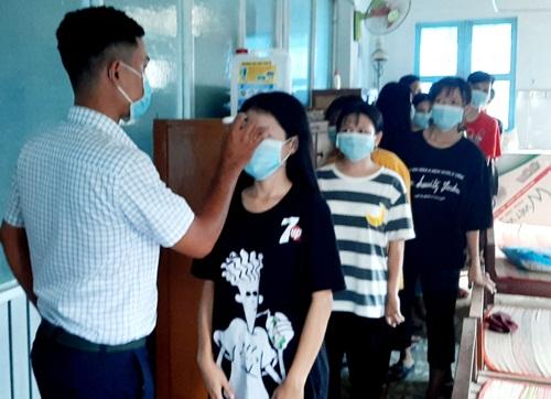 Hình ảnh học sinh TPHT nhiều tỉnh, thành quay lại trường sau đợt nghỉ dài phòng dịch Covid-19 - Ảnh 3