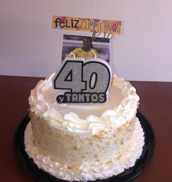 Hé lộ ngày sinh nhật đặc biệt chào tuổi 40 của Ronaldinho trong tù - Ảnh 2