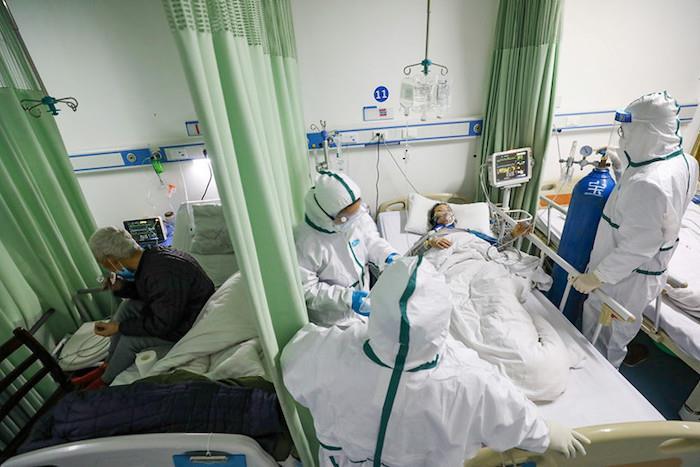 Nhiều bệnh nhân từng đến khám ở Bệnh viện Bạch Mai phải cách ly tại nhà - Ảnh 1