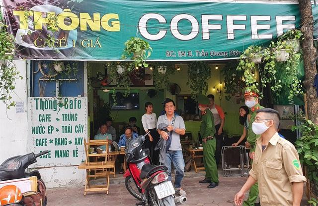 Những cửa hàng nào ở Hà Nội được mở trong lúc cao điểm phòng dịch Covid-19? - Ảnh 1