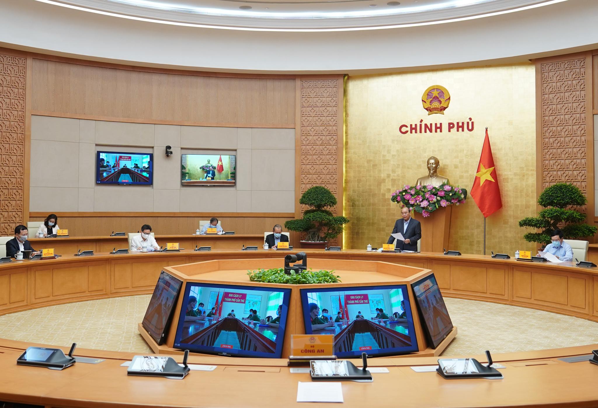 Thủ tướng chỉ đạo chống dịch COVID-19 tại 5 thành phố lớn - Ảnh 1