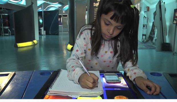 Ngưỡng mộ bé gái 8 tuổi được thầy hiệu trưởng viết thư mời nhập học đại học - Ảnh 1