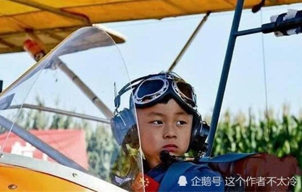 Cậu bé sinh non từng được chẩn đoán bại não giành 11 kỷ lục Guinness, tự lái máy bay năm 5 tuổi - Ảnh 2