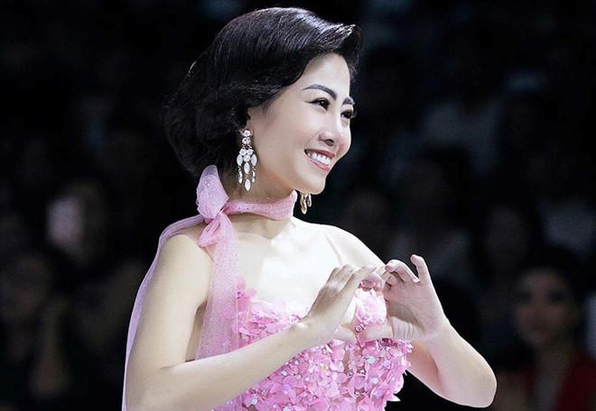 Chiếc váy được đem đi đấu giá gây quỹ cho con gái Mai Phương có gì đặc biệt? - Ảnh 1