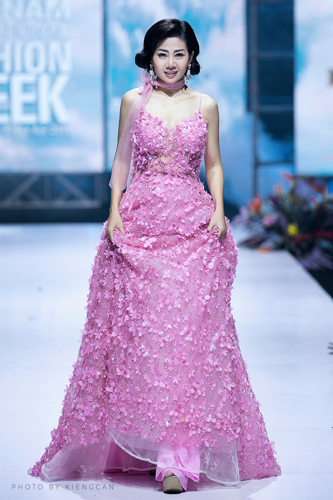 Chiếc váy được đem đi đấu giá gây quỹ cho con gái Mai Phương có gì đặc biệt? - Ảnh 2