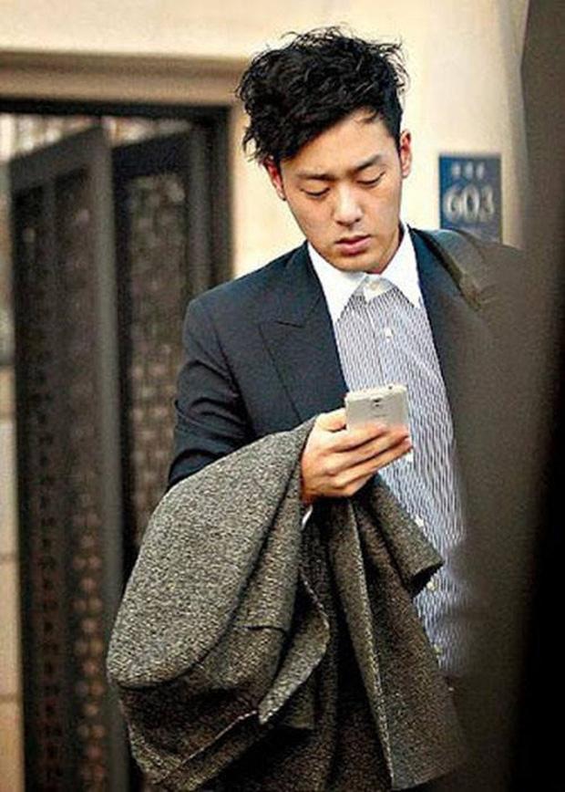 """Điều ít biết về người chồng tài giỏi, đẹp trai sở hữu lý lịch sáng chói của """"cô nàng ngổ ngáo"""" Jeon Ji Hyun - Ảnh 2"""