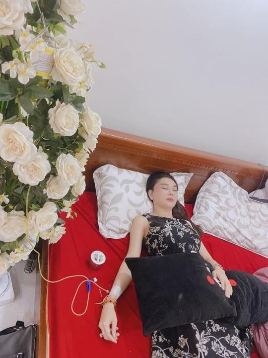 Lâm Khánh Chi bị co giật do uống thuốc giảm đau quá liều sau nghi án chia tay chồng trẻ - Ảnh 2