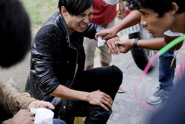 Khoảnh khắc sao Việt gặp tai nạn vì vai diễn ở hậu trường khiến fan xót xa - Ảnh 2