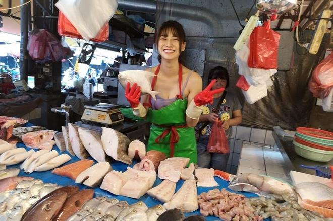 """Sau 2 năm nổi đình đám trên mạng nhờ bức ảnh chụp lén ở chợ, """"hotgirl bán cá"""" giờ ra sao? - Ảnh 1"""
