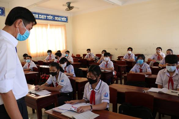Học sinh Thái Bình, Cà Mau phấn khởi đi học trở lại sau kỳ nghỉ dài chưa từng có - Ảnh 2