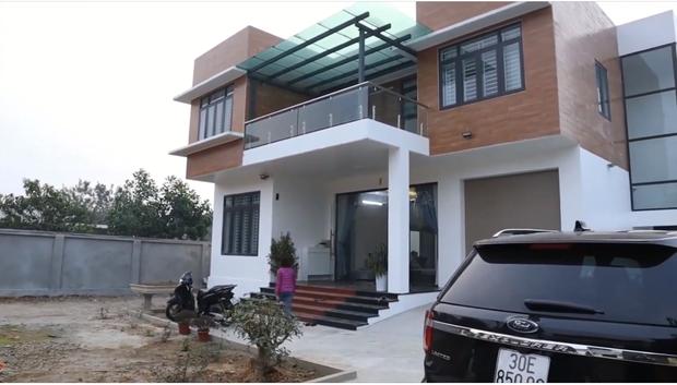 Ngỡ ngàng biệt phủ rộng 800 m2 ở Ba Vì của cặp anh em triệu view Tam Mao TV - Ảnh 1