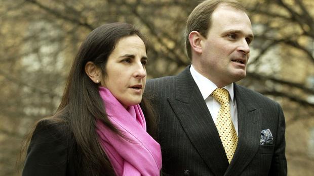 Cuộc sống vợ chồng bị cáo buộc sử dụng tiếng ho để gian lận 1 triệu bảng Anh trong Ai là triệu phú giờ ra sao? - Ảnh 1