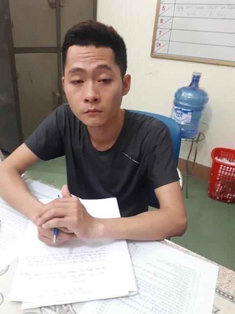 Hai kẻ đeo khẩu trang, cầm dao táo tợn cướp ngân hàng ở Quảng Nam khai gì? - Ảnh 2