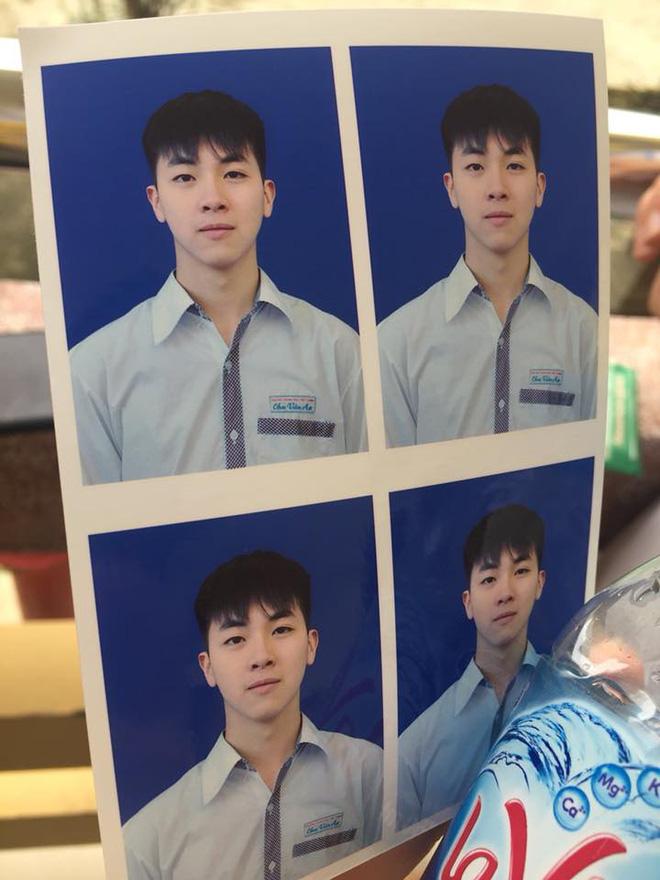 Ảnh thẻ của nam sinh Học viện Ngân hàng đẹp như tạc tượng khiến cư dân mạng xao xuyến - Ảnh 1