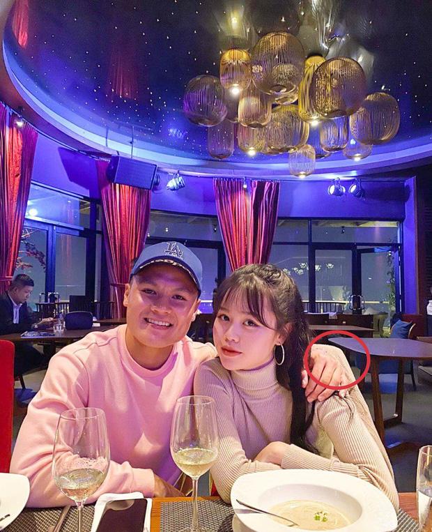 Lộ thông tin bất ngờ về bức ảnh Quang Hải thân mật với bạn gái rich kid - Ảnh 2