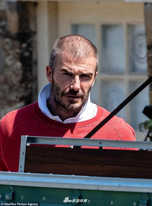 Tượng đài nhan sắc David Beckham gây sốc với mái tóc lưa thưa như sắp hói - Ảnh 1