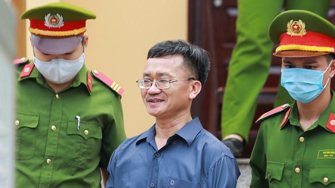 Gian lận thi cử Hoà Bình: Chủ mưu bị đề nghị 7-8 năm tù - Ảnh 1