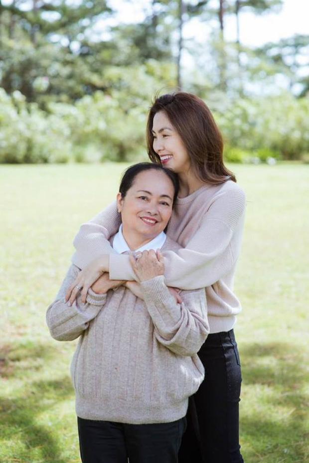 """Nhan sắc gây sốt của mẹ ruột Hà Tăng, nhìn là biết ngay """"mẹ truyền con nối"""" - Ảnh 2"""