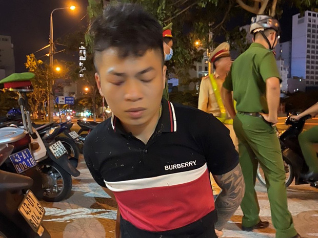 Thanh niên ngáo đá chạy xe lạng lách thách thức công an - Ảnh 1
