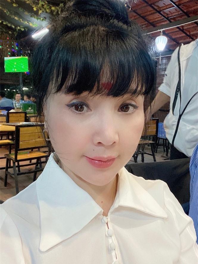Vẻ đẹp lão hóa ngược của NSND Lan Hương ở tuổi 60 - Ảnh 1