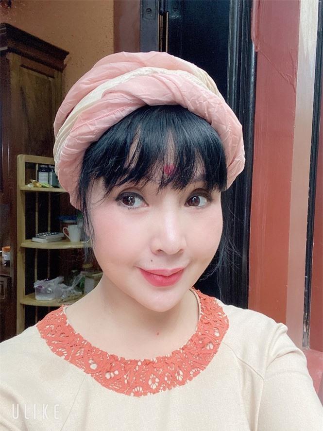Vẻ đẹp lão hóa ngược của NSND Lan Hương ở tuổi 60 - Ảnh 4