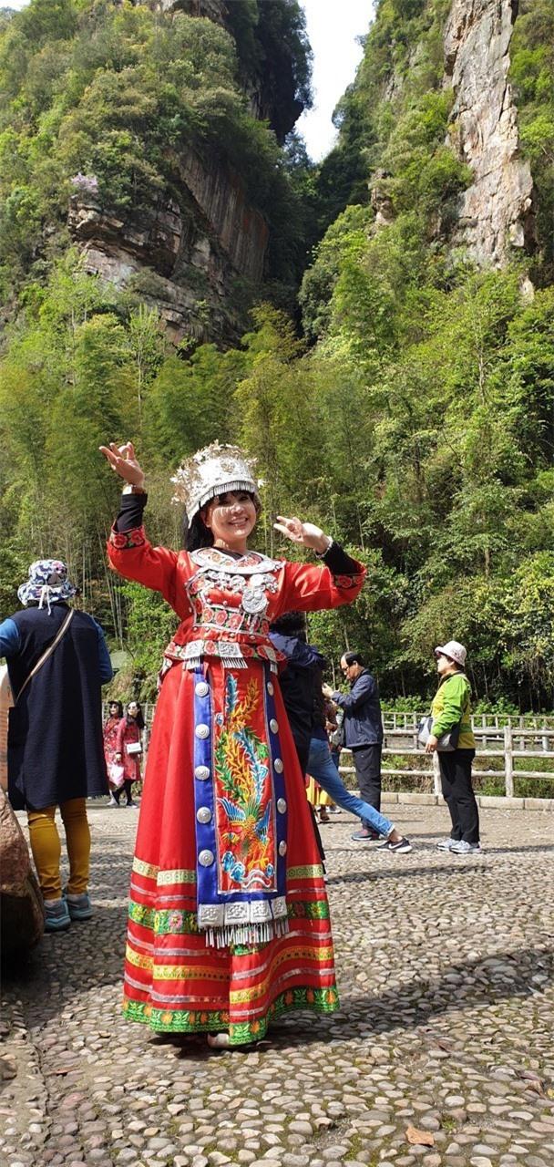 Vẻ đẹp lão hóa ngược của NSND Lan Hương ở tuổi 60 - Ảnh 5