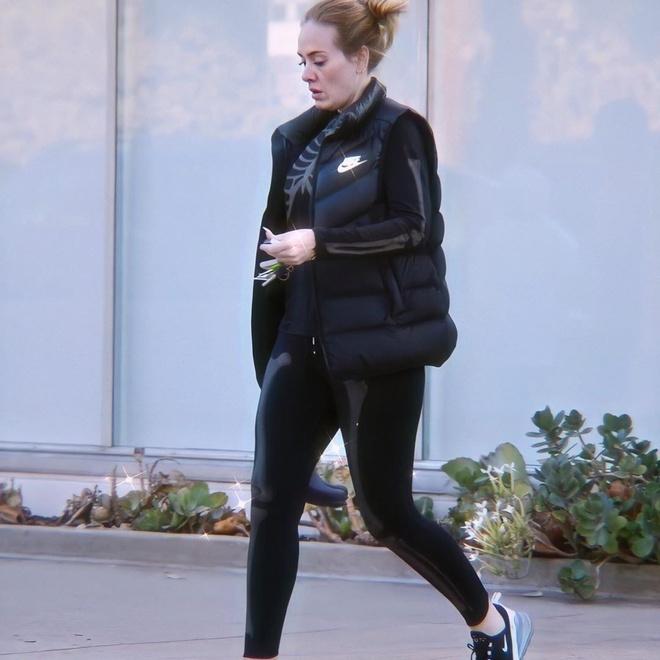 """""""Họa mi nước Anh"""" Adele giảm hàng chục cân trong vòng một năm vì đổ vỡ trong tình yêu - Ảnh 2"""