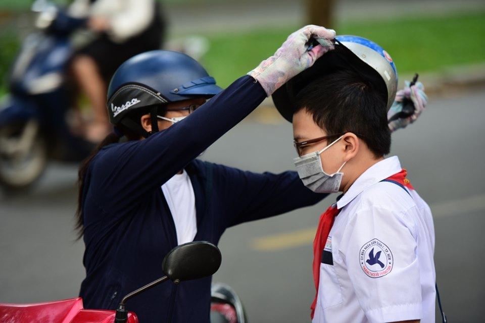 TP.HCM: Học sinh phải đi học cả ngày thứ 7, bắt buộc đeo khẩu trang khi tới trường - Ảnh 1