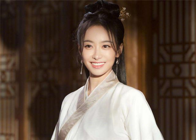 """Top 10 mỹ nhân Hoa Ngữ được yêu thích nhất tháng 5: Dương Mịch """"dạt"""" ra ngoài nhường chỗ cho cái tên cực hot - Ảnh 4"""