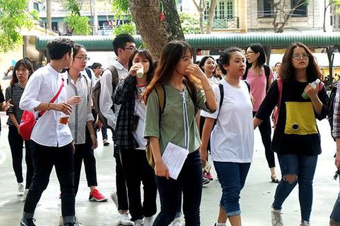 Hôm nay học sinh cả nước bắt đầu đăng ký dự thi tốt nghiệp THPT - Ảnh 1