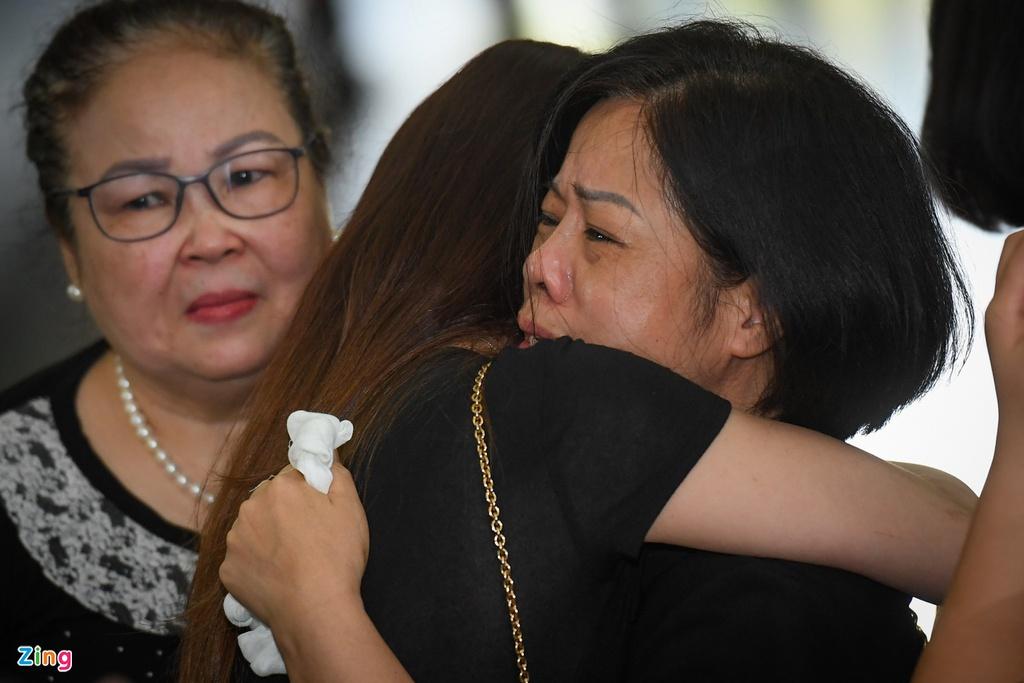 Đám tang ngập tràn nước mắt, phủ đầy hoa trắng của MC Diệu Linh - Ảnh 5