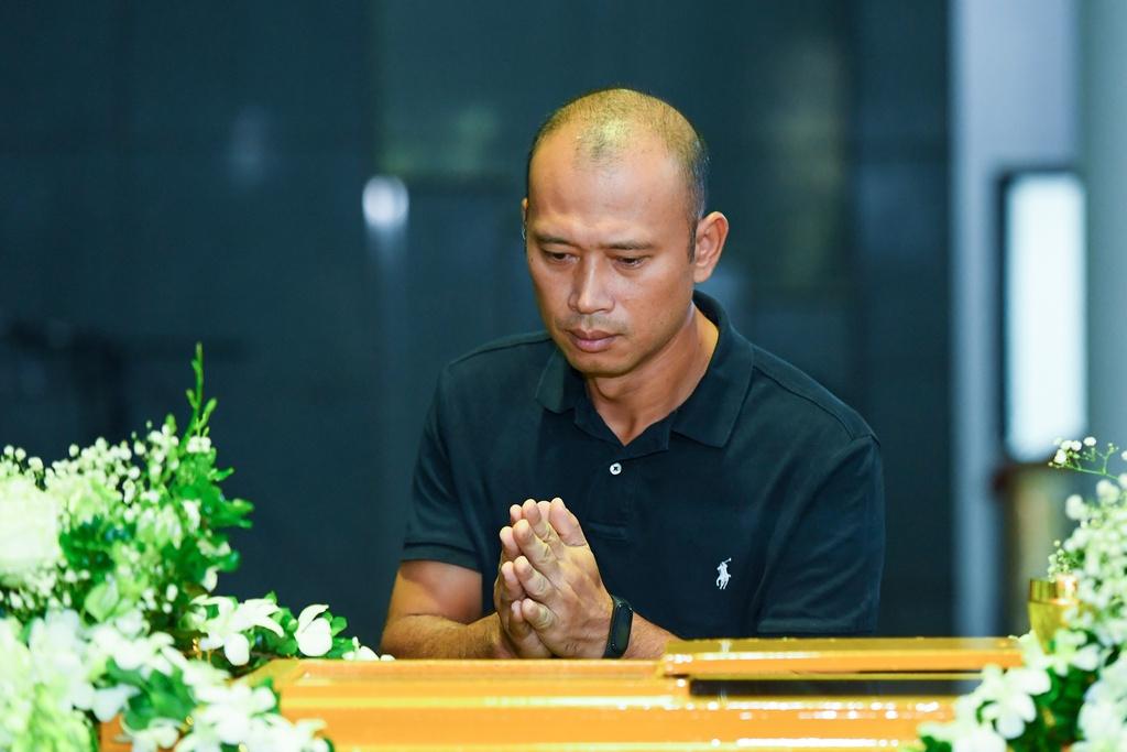 Đám tang ngập tràn nước mắt, phủ đầy hoa trắng của MC Diệu Linh - Ảnh 6