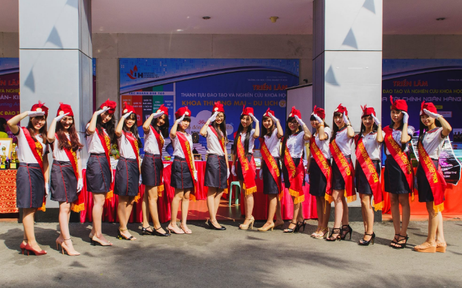 """Ngắm những bộ đồng phục đẹp lạ, """"được lòng"""" sinh viên Việt Nam nhất - Ảnh 13"""