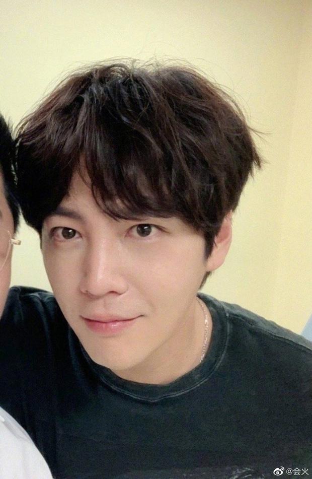 """""""Hoàng tử châu Á"""" Jang Geun Suk tái xuất với ngoại hình gây choáng, fan đồng loạt gào thét vì vẻ đẹp """"siêu thực"""" - Ảnh 2"""