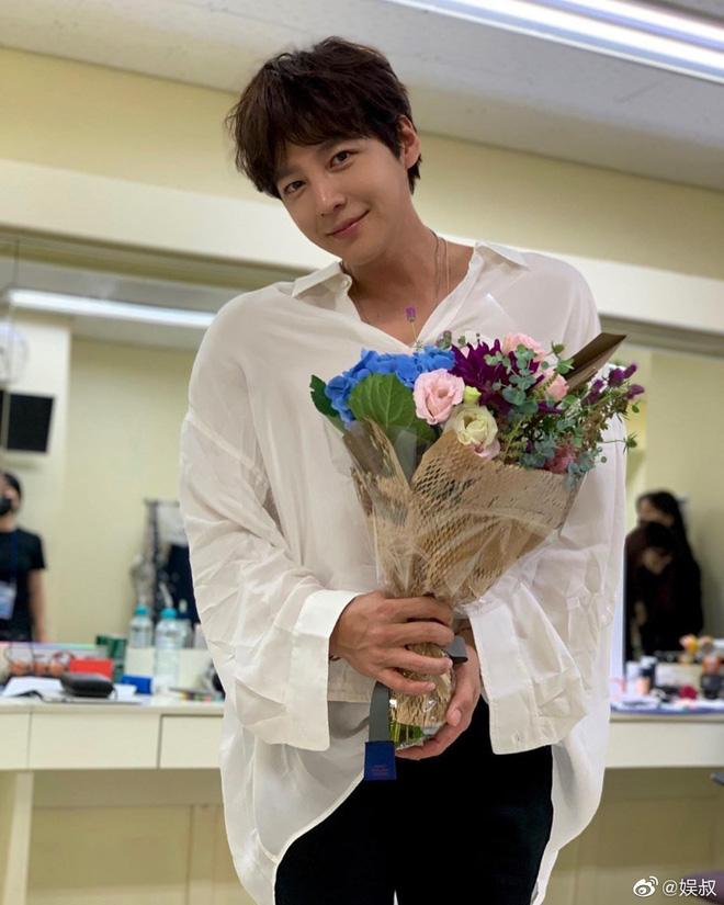 """""""Hoàng tử châu Á"""" Jang Geun Suk tái xuất với ngoại hình gây choáng, fan đồng loạt gào thét vì vẻ đẹp """"siêu thực"""" - Ảnh 3"""